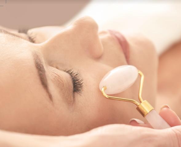 טיפול פנים: גלגלת רולר לחידוש תאי העור - מזותרפיה
